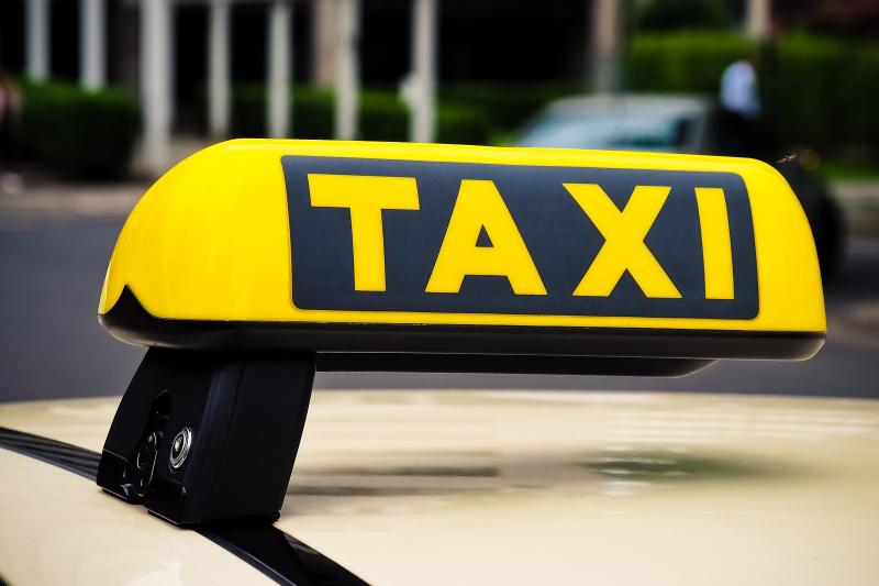 Ile kosztuje taka usługa? Okazuje się, że stawki zależą od miasta i godziny zlecenia (fot. Pixabay)