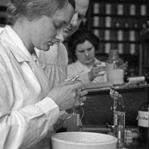 Krótka historia polskiego przemysłu farmaceutycznego