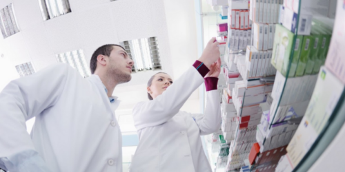 Farmaceuci w sieciach mają narzucone co sprzedawać. To zagrożenie dla zdrowia publicznego…