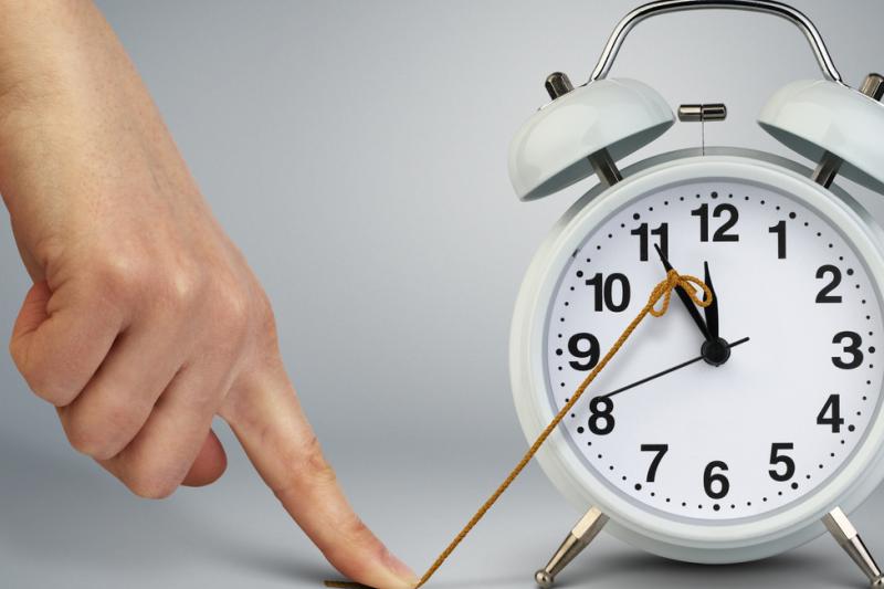 Eksperci radzą, by rzeczy najważniejsze wykonywać w pierwszej godzinie pracy (fot. Shutterstock)