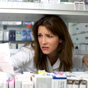 Technik farmaceutyczny sam w aptece? Nie pierwszy taki przypadek…