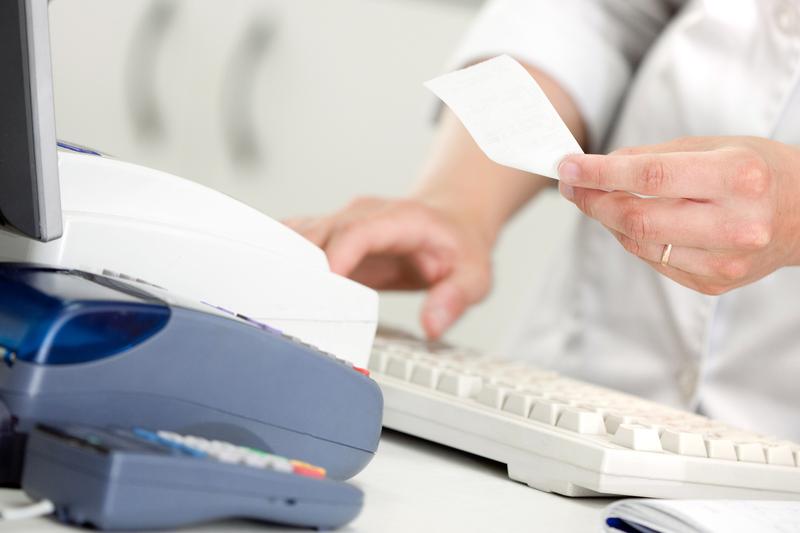 Zdaniem samorządu aptekarskiego dofinansowanie opisane w projekcie ustawy, powinno również dotyczyć całego sektora aptecznego. (fot. Shutterstock)