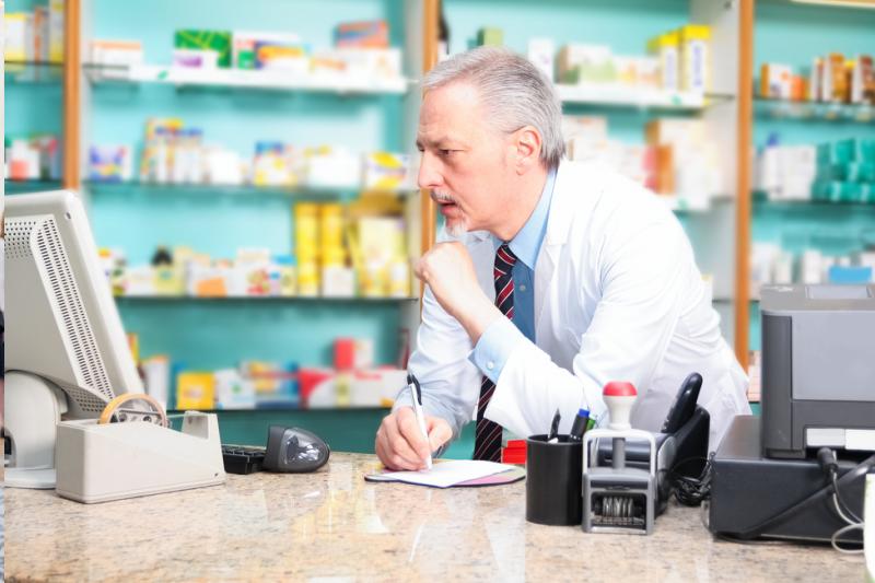 W wielu aptekach są urządzenia, które już nie powinny funkcjonować i które nie tylko będą za słabe do systemu e-Zdrowie, ale dodatkowo także mogą same w sobie stwarzać niebezpieczeństwo (fot. Shutterstock)