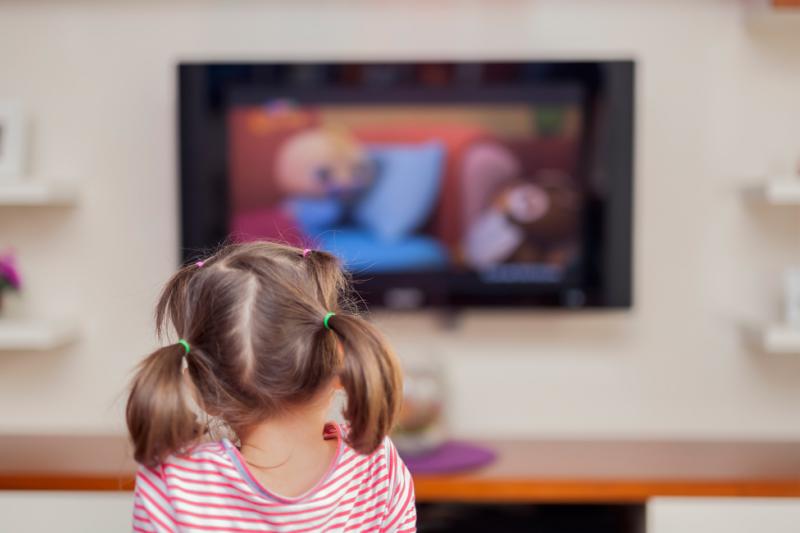 W Szwecji obowiązuje zakaz kierowania reklamy do dzieci poniżej 12 roku życia (fot. Shutterstock)
