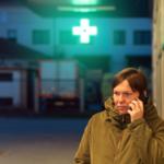 Gdzie apteki sieciowe odsyłają pacjentów szukających pomocy nocą?