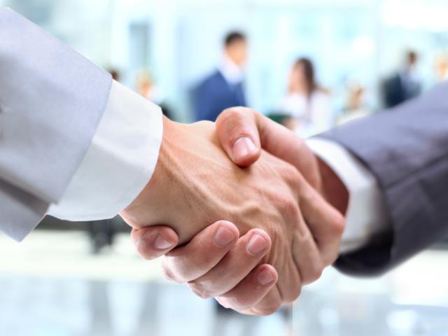 Łódzki WIF wezwał spółkę do złożenia zaświadczenia o posiadaniu przez nowego wspólnika prawa wykonywania zawodu farmaceuty (fot. Shutterstock)