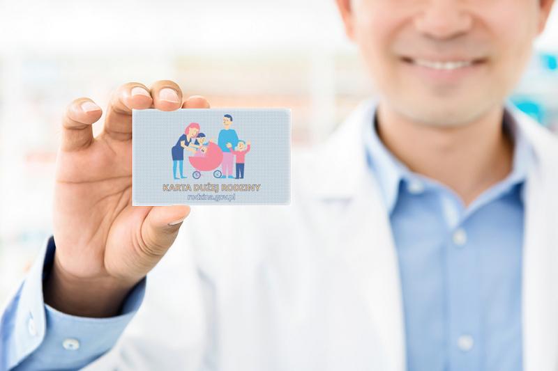 Przedsiębiorcy chcą, by zapisy o Karcie Dużej Rodziny wróciły do nowelizacji Prawa farmaceutycznego (fot. Shutterstock)