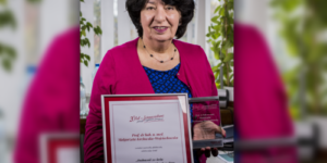 Prof. Małgorzata Kozłowska-Wojciechowska odebrała nagrodę od farmaceutów…