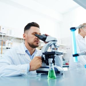 Famotydyna w leczeniu COVID-19 – nowe doniesienia i perspektywy