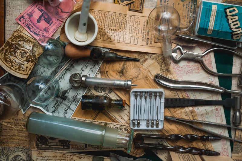 Wizyta w muzeum farmacji to wspaniała okazja do poszerzenia swojej wiedzy i zobaczenia wielu interesujących eksponatów (fot. Shutterstock)