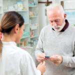 Pacjenci zamiast brać leki, wyrzucają je do kosza. Farmaceuci mogliby pomóc?