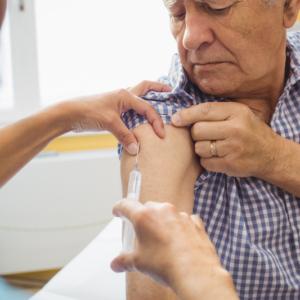 Brytyjscy farmaceuci chętnie wykonują szczepienia w aptekach