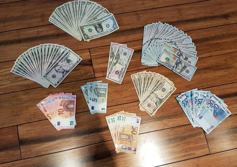 Korzyści z wywozu leków były kolosalne. Jeden z podejrzanych zarabiał miesięcznie ok. 600 tys. zł (fot. Mazowiecka Policja)