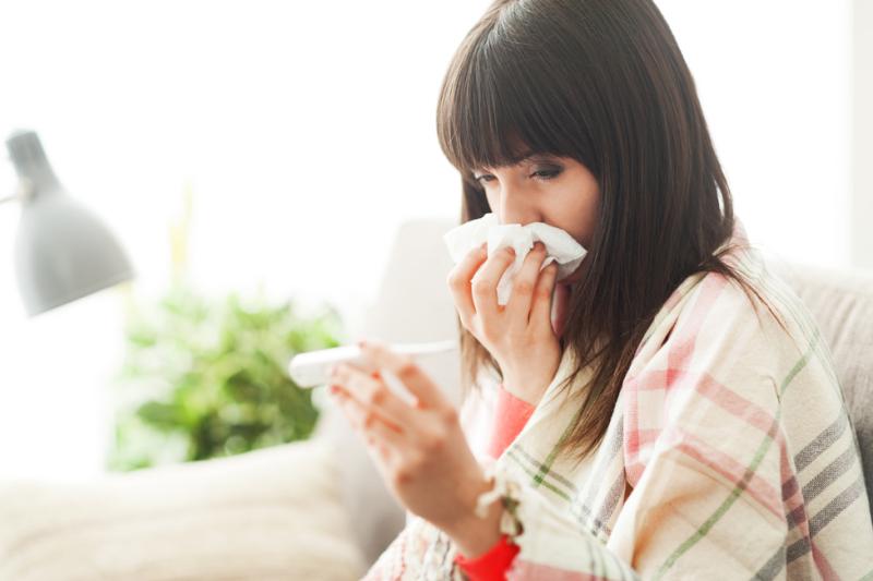 Według WHO co roku na świecie choruje na grypę około 5 -10% osób dorosłych i 20-30% dzieci (fot. Shutterstock)