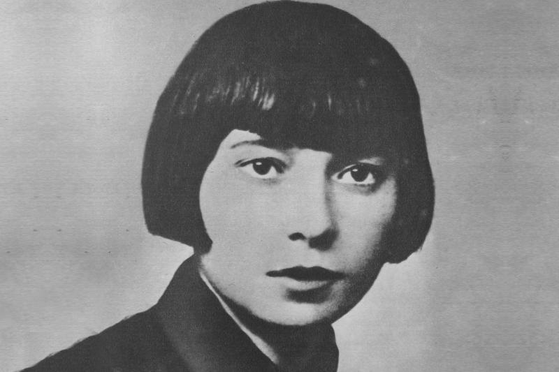"""Maria Jasińska była harcerką i farmaceutką, która w okresie II wojny światowej pracowała w aptece """"Pod Łabędziem"""" w Łodzi (fot. Wikimedia Common)"""