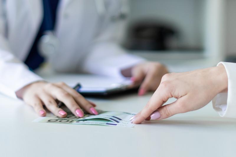 Jednego roku punkt apteczny wystąpił do NFZ o zwrot refundacji w wysokości prawie 11 tysięcy złotych (fot. Shutterstock).