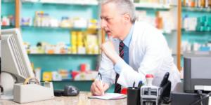 Trzeba uwolnić farmaceutów od pracy biurowej
