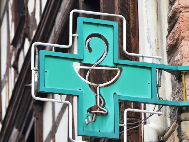 Chociaż aptek systematycznie ubywa, to - jak wynika z centralnego rejestru - potrzeby pacjentów są zaspokajane. (fot. Shutterstock)