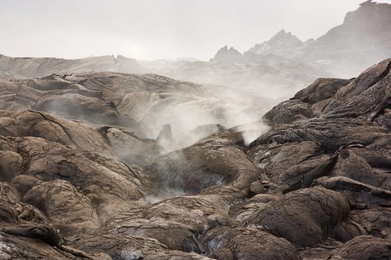 Kilka miliardów lat temu, gdy Ziemia wystygła i zaczęła otrząsać się z brutalnego bombardowania meteorytami, powstało pierwotne błoto pełne chemicznych prekursorów życia (fot. Shutterstock)