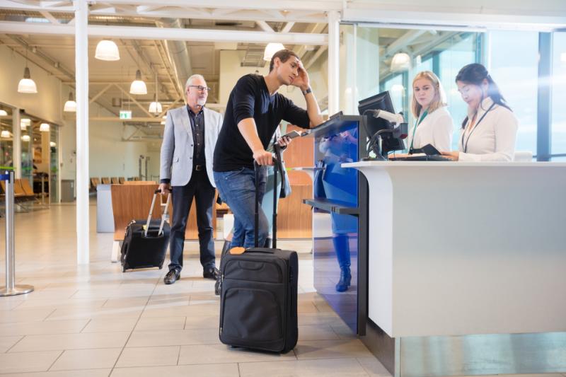 Kobieta próbowała przemycić leki w bagażu podróżnym (fot. Shutterstock)