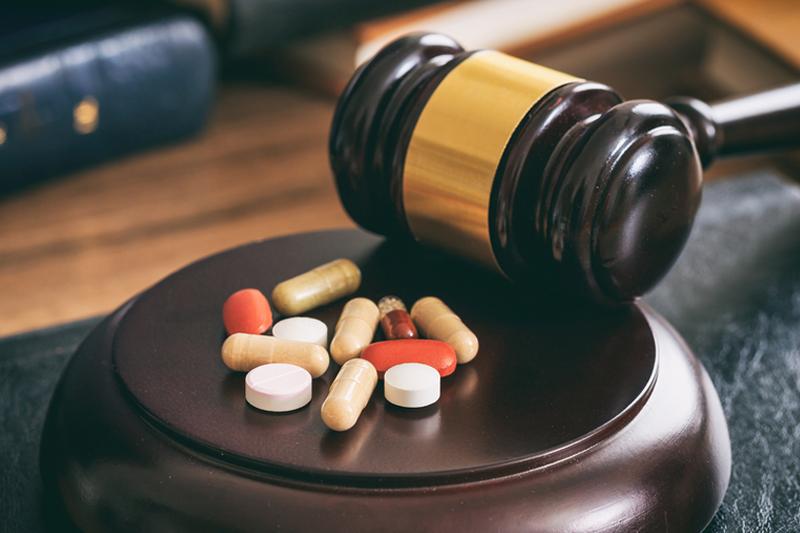 """""""Apteka dla aptekarza"""" umożliwia trójstopniową kontrolę rynku; na poziomie Inspekcji Farmaceutycznej, okręgowych izb aptekarskich oraz organów ścigania (fot. Shutterstock)"""