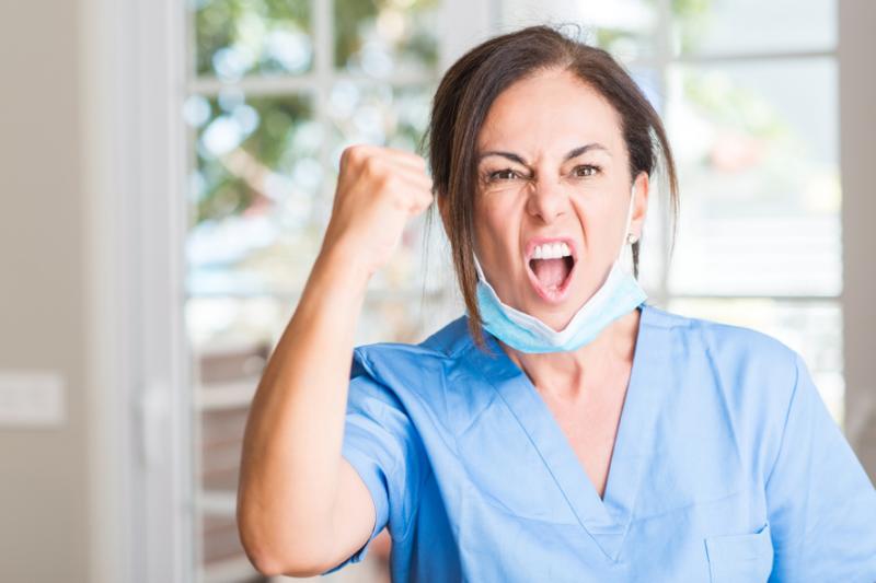 Pielęgniarki uważają, że farmaceuci nie są przygotowani do szczepienia pacjentów i protestują przeciwko nadaniu im takich uprawnień (fot. Shutterstock)