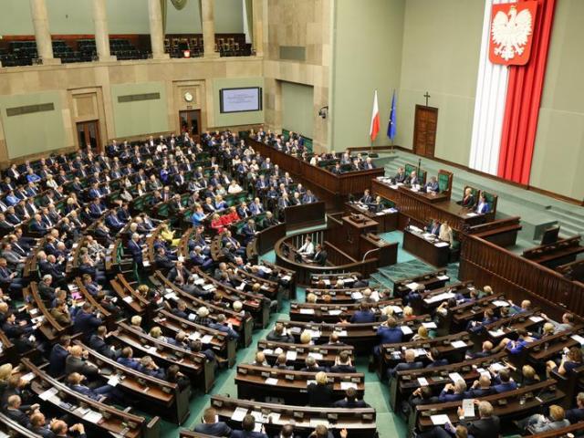 Ministerstwo zdrowia od początku było przeciwne takiemu pomysłowi, jednak większość parlamentarna zdecydowała o skierowaniu projektu do pracy w komisjach (fot. Shutterstock)