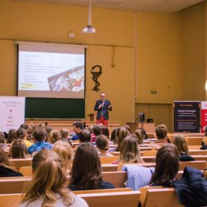 Sukces frekwencyjny szkoleń dla studentów farmacji