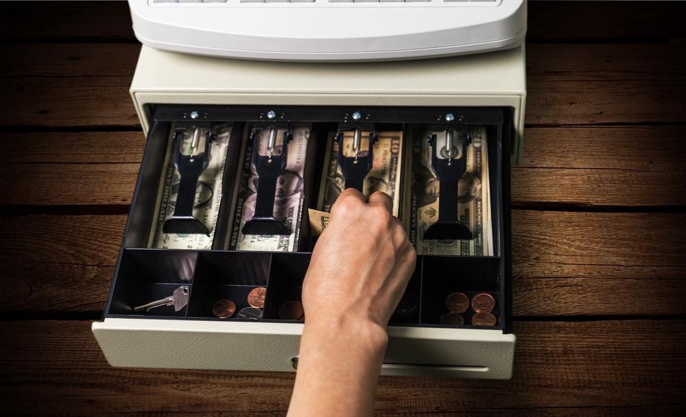 Sąd analizując obie kradzieże zwrócił uwagę, że sprzyjał im brak właściwej kontroli pracy poszczególnych pracowników (fot. Shutterstock)