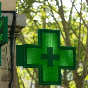 Technik sam w aptece, bo farmaceutka musiała… nakarmić dziecko?