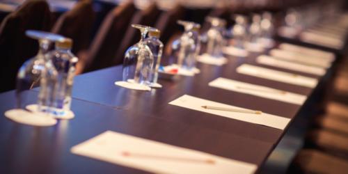 Spotkanie kierownictwa Ministerstwa Zdrowia w hotelu firmy farmaceutycznej? Adamed odpowiada…