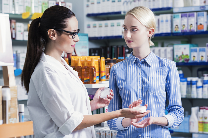 """""""Produkt kosmetyczny"""" oznacza każdą substancję lub mieszaninę przeznaczoną do kontaktu z zewnętrznymi częściami ciała ludzkiego (fot. Shutterstock)"""