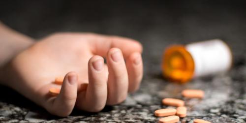 Zatrucie lekami – młodzież z tego powodu ląduje w szpitalu