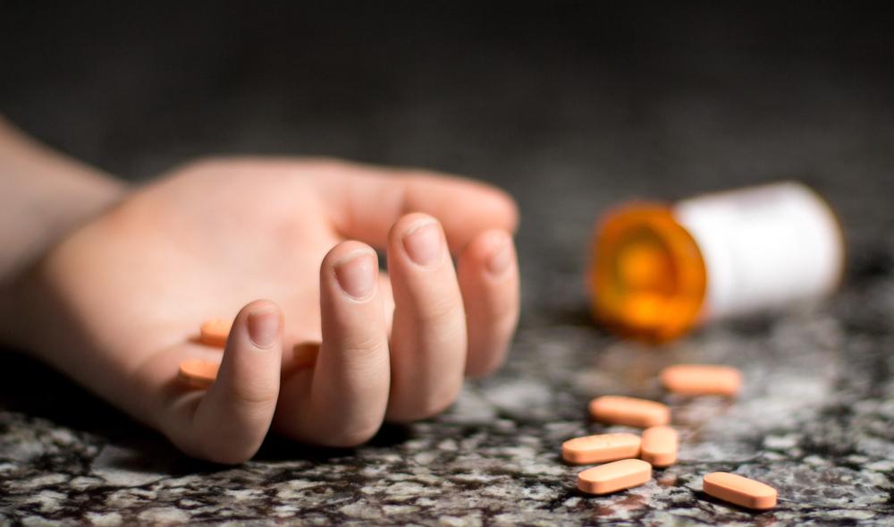 Zatrucie lekami to coraz częstsza przyczyna hospitalizacji dzieci i młodzieży (fot. Shutterstock)