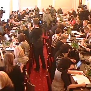 VIDEO: Wrzawa na posiedzeniu komisji zdrowia. Resort się tłumaczy, a opozycja jest nieugięta