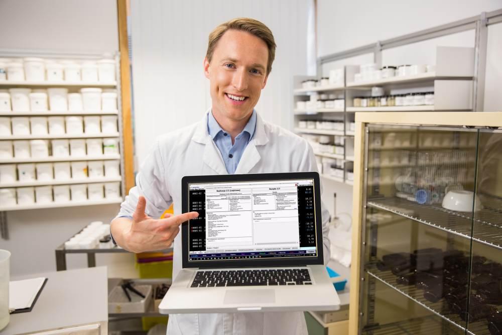 Aplikacja Pharm:assistant powstała z myślą o farmaceutach, którzy potrzebują szybkiej pomocy w razie palących pytań lub wątpliwości (fot. Shutterstock).