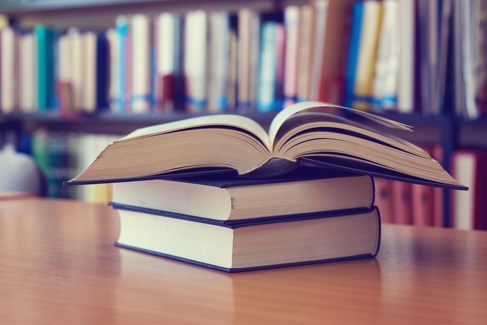 Pierwsza wersja ustawy Prawo farmaceutyczne opublikowana 6 września 2001 roku liczyła sobie 34 strony. Aktualnie jej druk ujednolicony, zawierający wszystkie dotychczasowe nowelizacje, ma 361 stron (fot. Shutterstock)