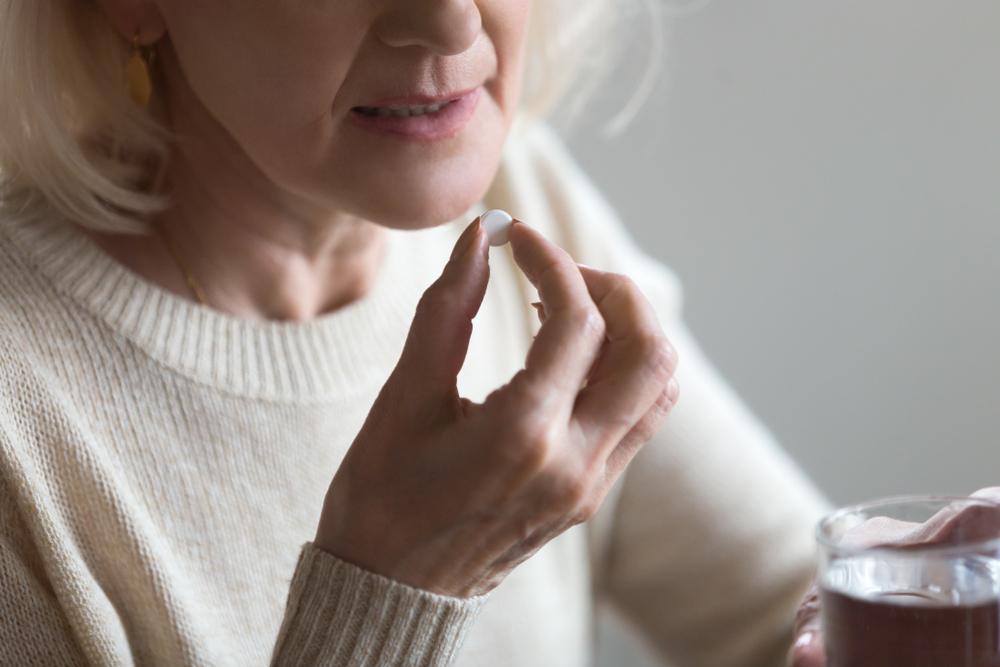 Nowe lekarstwo będzie przeznaczone dla kobiet ze złamaniem osteoporotycznym (fot. Shutterstock)