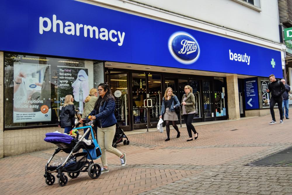 Brytyjska sieć Boots testuje usługę wideo konsultacji z farmaceutą dla tych pacjentów, którzy wskutek rozprzestrzeniania się nowego koronawirusa, muszą pozostać w domach(fot. Shutterstock).