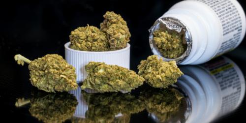W internecie kwitnie handel pudełkami po medycznej marihuanie