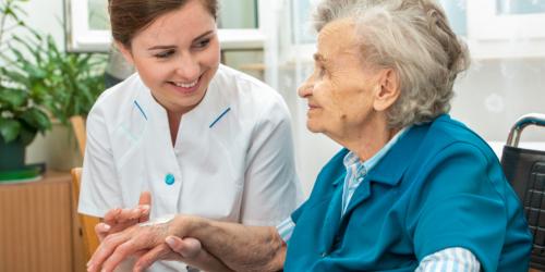 Farmaceuci i technicy potrzebni w brytyjskich domach opieki