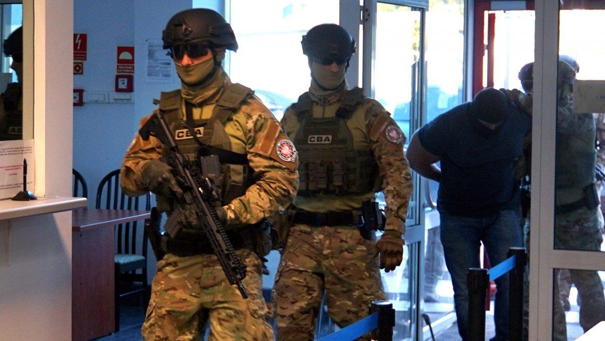 Zatrzymane osoby trafią do prokuratury krajowej w Białymstoku i tam usłyszą zarzuty (fot. CBA)