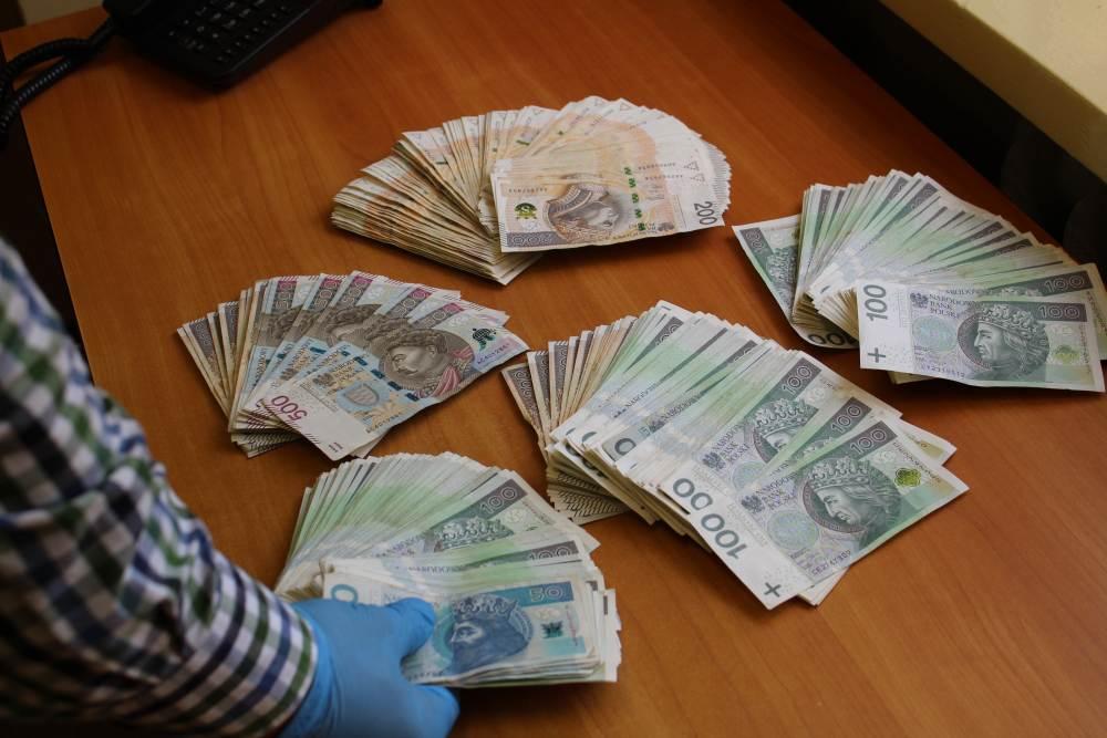 Na poczet przyszłych kar zabezpieczono 40 tys. złotych oraz kwotę 90 tys. złotych tytułem poręczenia majątkowego (fot. KPP w Pabianicach)