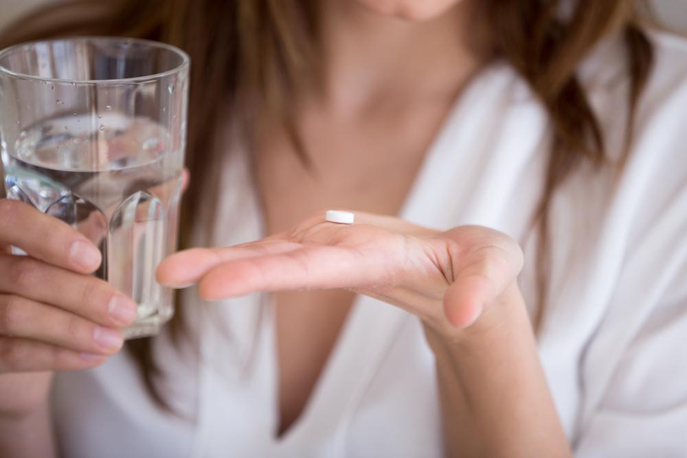 Jak twierdzą twórcy petycji, oznacza to, że tabletkę EllaOne (Uliprystal) można otrzymać, nie wychodząc z domu, bez wizyty u lekarza i bez badań lekarskich (fot. Shutterstock).