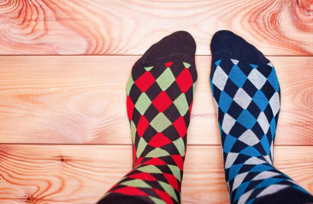 Znakiem solidarności z chorymi od kilku lat jest ubranie tego dnia dwóch różnych skarpetek - najlepiej w wesołych kolorach (fot. Shutterstock)