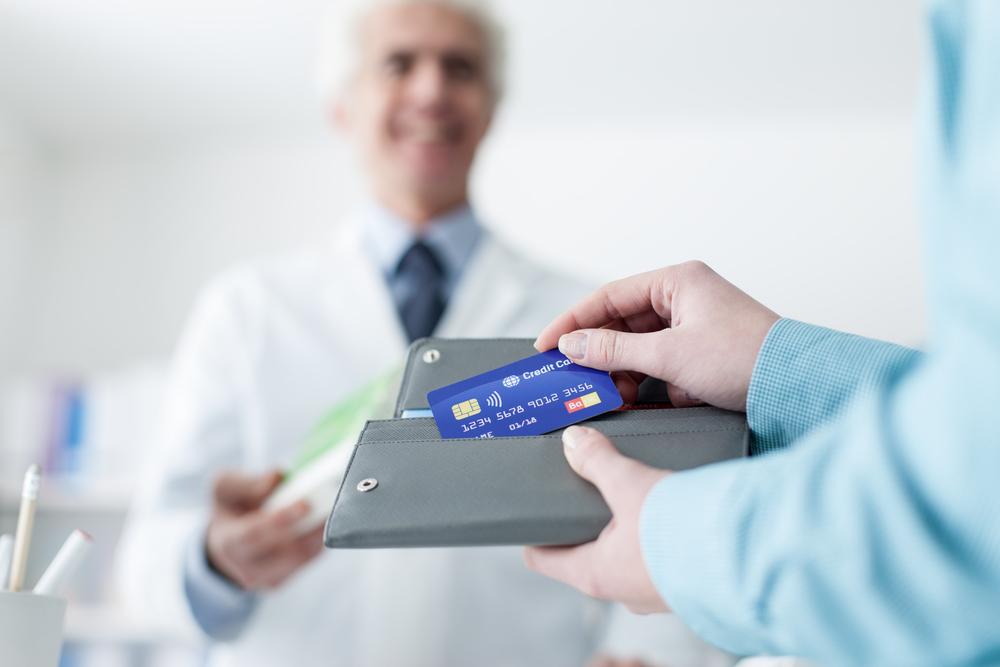 Statystyczna apteka indywidualna sprzedając leki refundowane generuje stratę w wysokości około 7,2 tys. złotych (fot. Shutterstock)