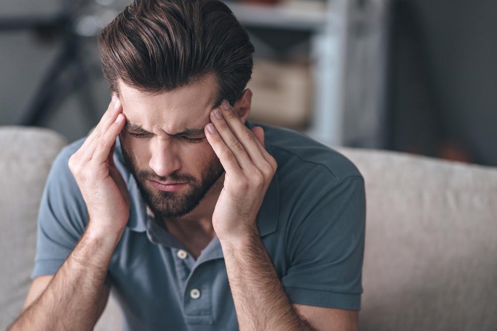 Zespół pocovidowy, definiowany jest jako szereg objawów i symptomów, które wyodrębniają się w czasie lub po przebyciu infekcji, i które utrzymują się przez ponad 12 tygodni, nie będąc jednocześnie wyjaśnionymi przez alternatywną diagnozę (fot. Shutterstock).