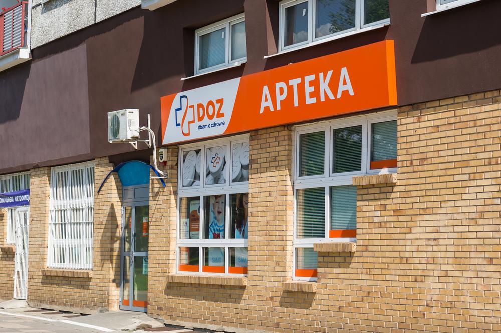 Z raportu ZAPPA wynika, że grupa kapitałowa DOZ SA w 15 województwach przekracza próg koncentracji, a 413 należących do niej aptek powinno zostać zamkniętych (fot. Shutterstock)