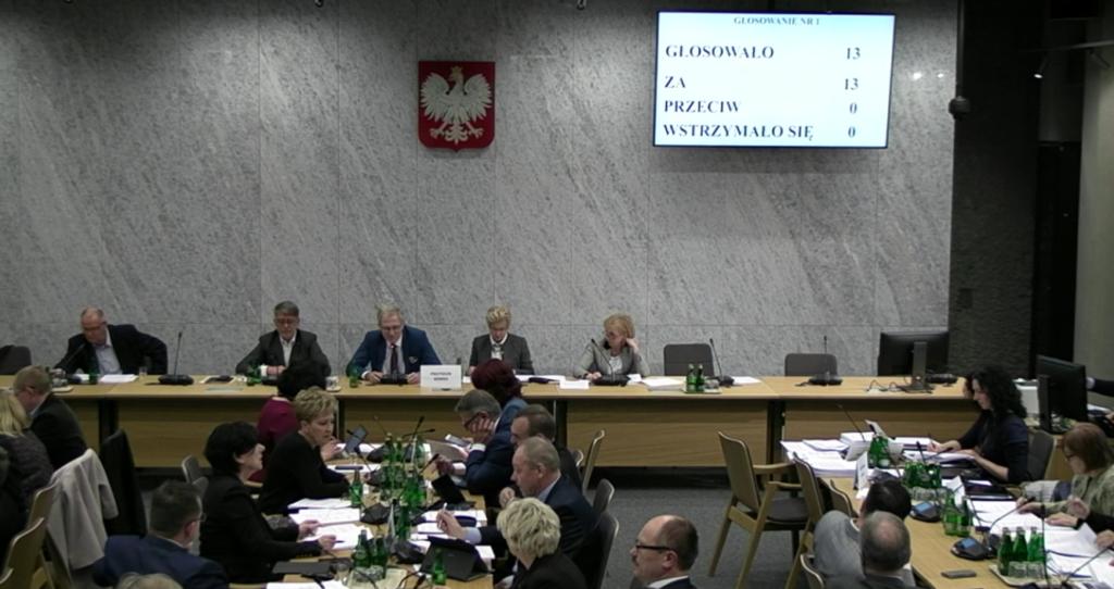 Posłowie jednogłośnie opowiedzieli się za wycofaniem wysyłkowej sprzedaży leków na receptę z Prawa farmaceutycznego (fot. screen)