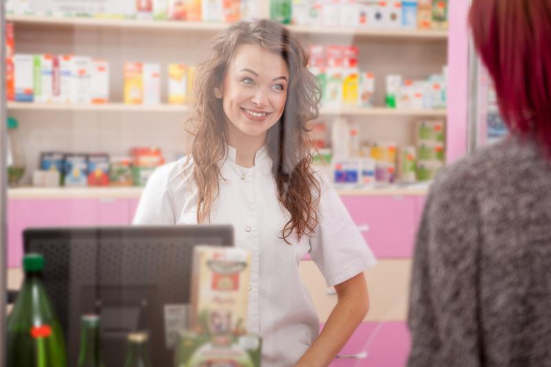 6 miesięcy spędzone w aptece podczas stażu ma ogromny wpływ na ukształtowanie młodego farmaceuty (fot. Shutterstock)